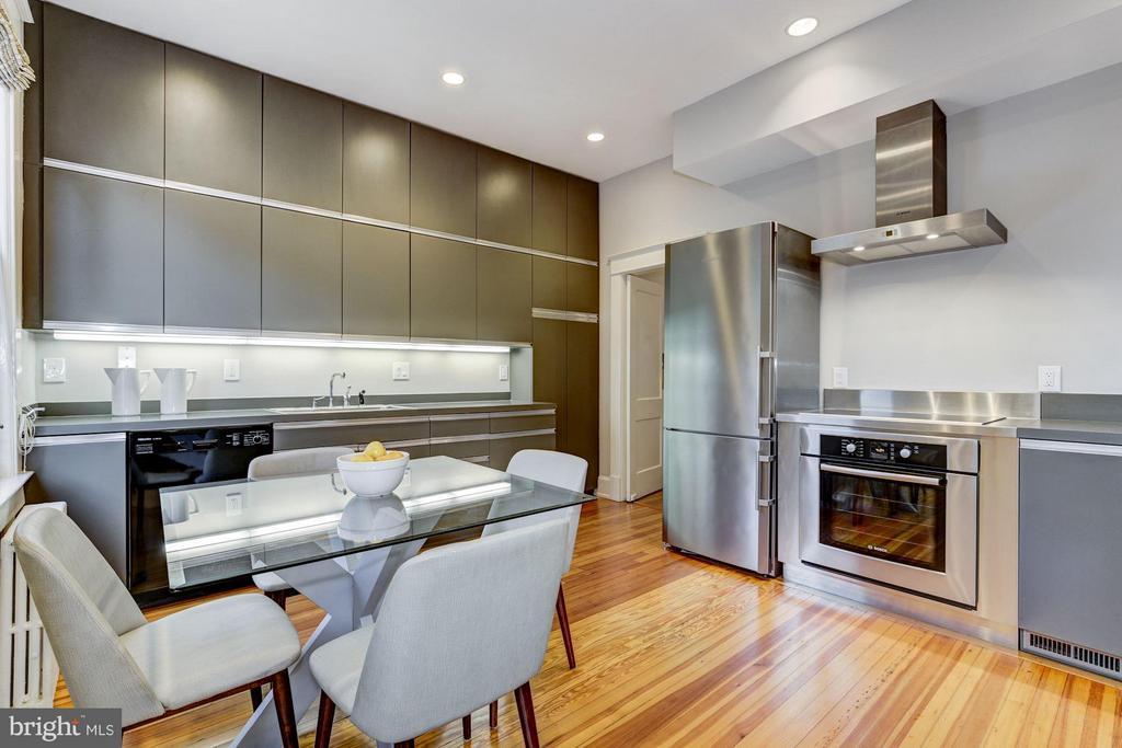 Impressive gourmet kitchen - 3029 O ST NW, WASHINGTON