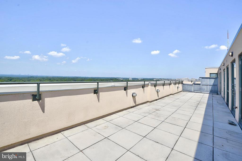520 sf terrace family room level - 4750 41ST ST NW #502, WASHINGTON