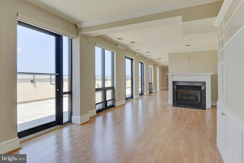 Family Room fireplace - 4750 41ST ST NW #502, WASHINGTON