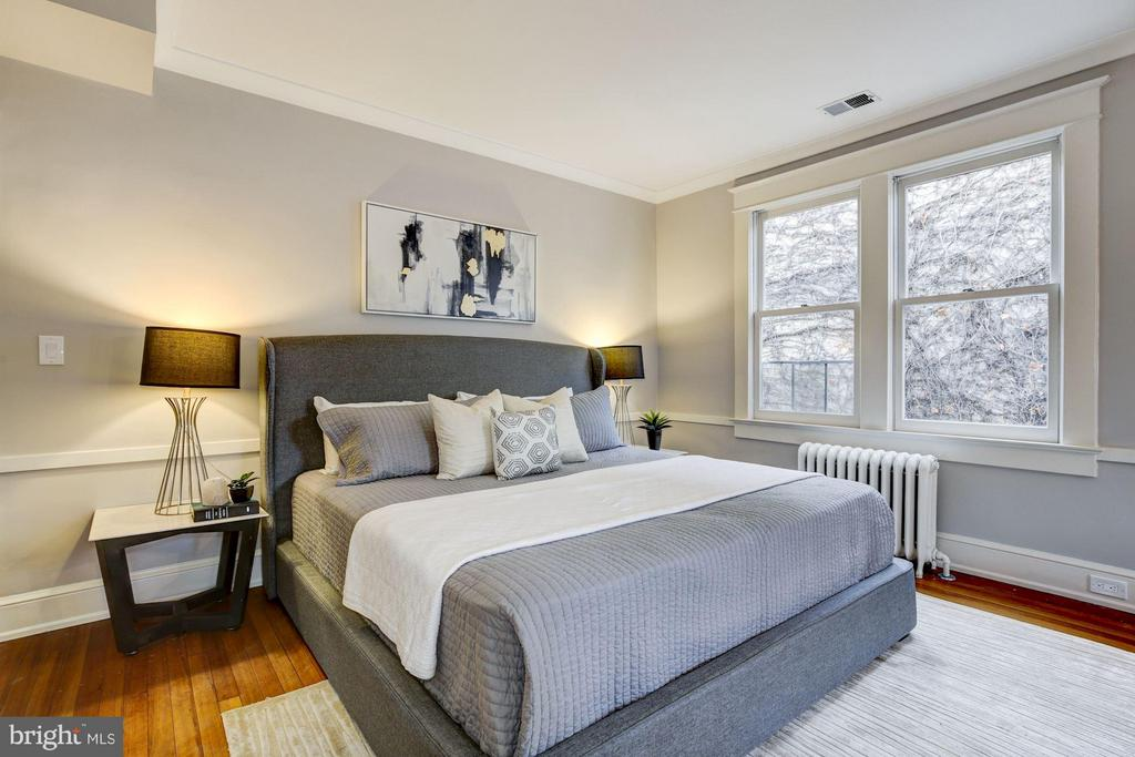 A sumptuous master bedroom suite... - 3029 O ST NW, WASHINGTON