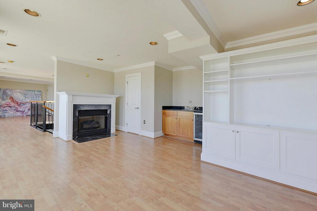 Family Room built-ins, wet bar and fireplace - 4750 41ST ST NW #502, WASHINGTON