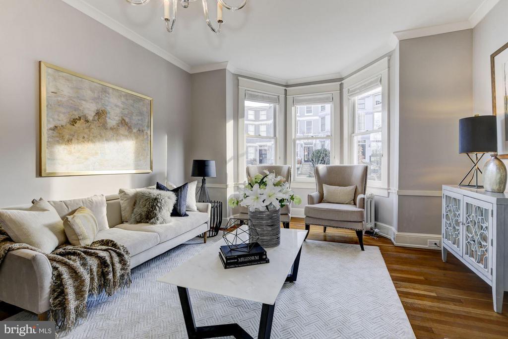 Light filled formal living room - 3029 O ST NW, WASHINGTON