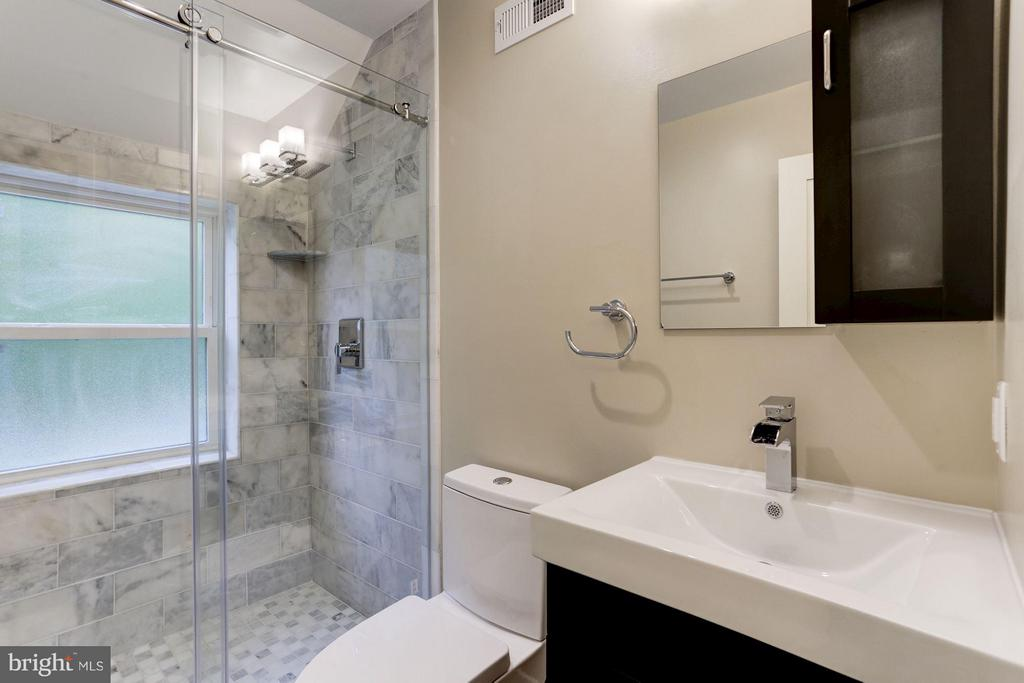 Hall Bath - 3341 MASSACHUSETTS AVE SE, WASHINGTON