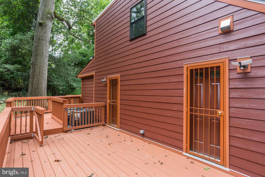 Private Deck - 3341 MASSACHUSETTS AVE SE, WASHINGTON