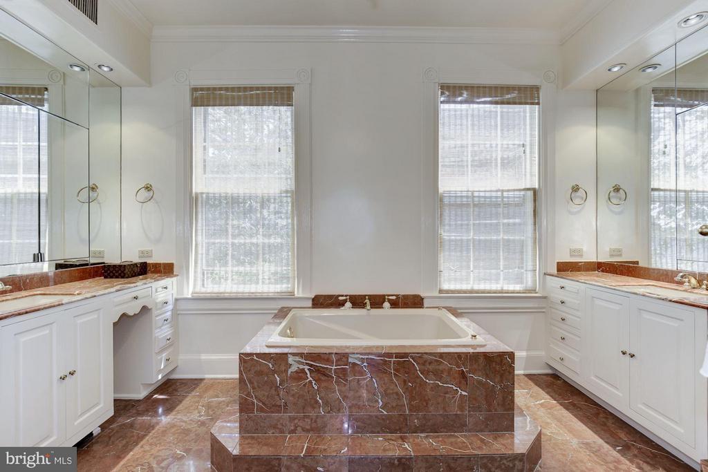Bath (Master) - 3258 O ST NW, WASHINGTON