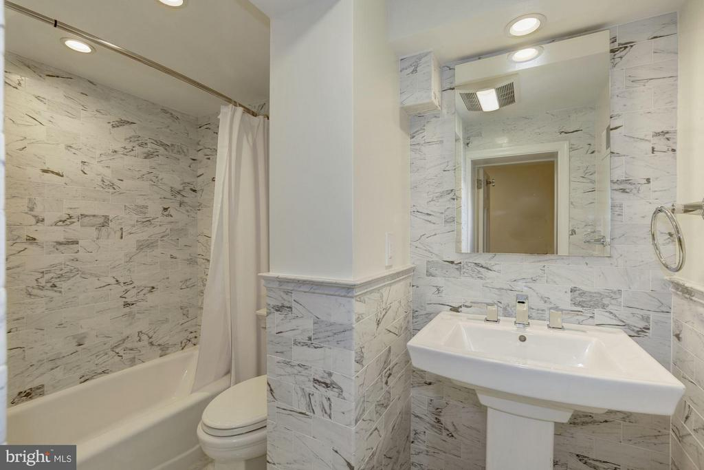 Bath 3rd - 3258 O ST NW, WASHINGTON
