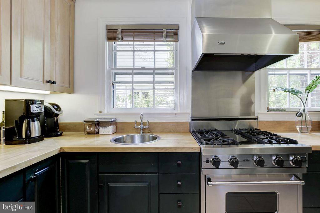 Kitchen - 3258 O ST NW, WASHINGTON