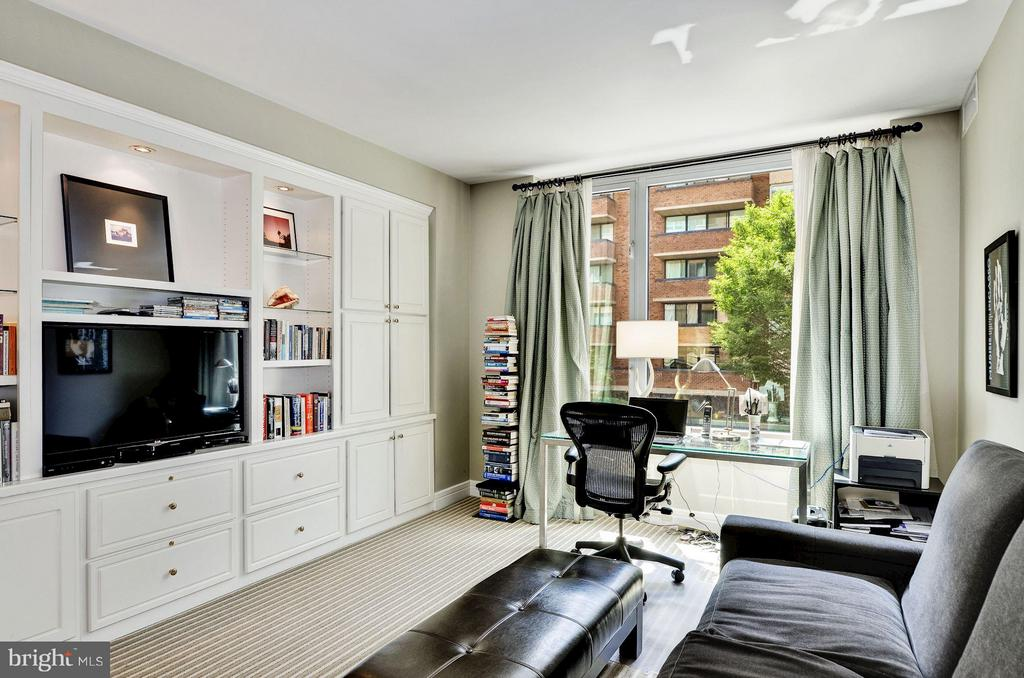 Sunlit Bedroom or Office w/ Built-ins - 1155 23RD ST NW #2C, WASHINGTON