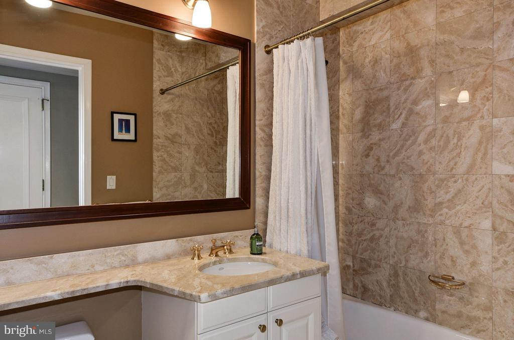En Suite Bath - 1155 23RD ST NW #2C, WASHINGTON