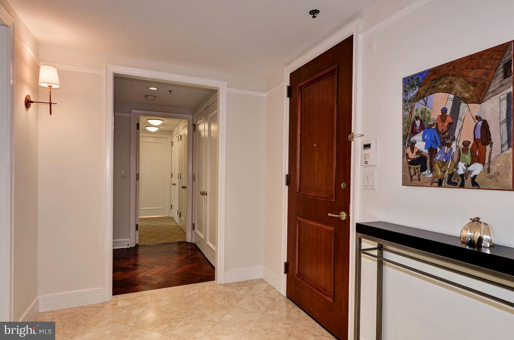 Entry Foyer w/ Practical Floor Plan - 1155 23RD ST NW #2C, WASHINGTON