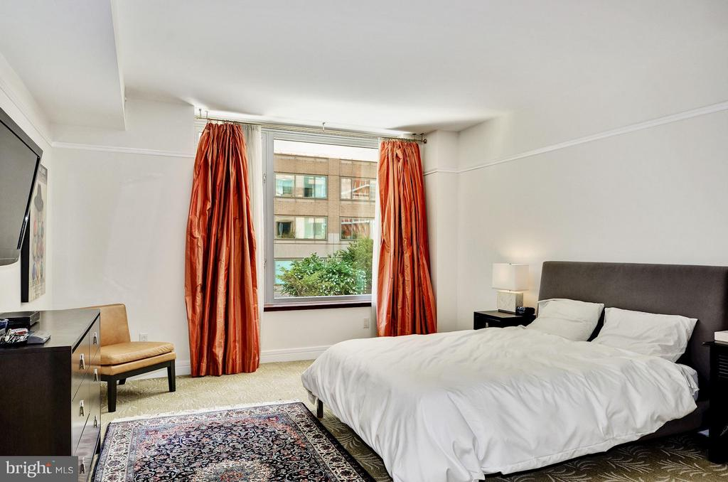 Sunlit Master Suite - 1155 23RD ST NW #2C, WASHINGTON