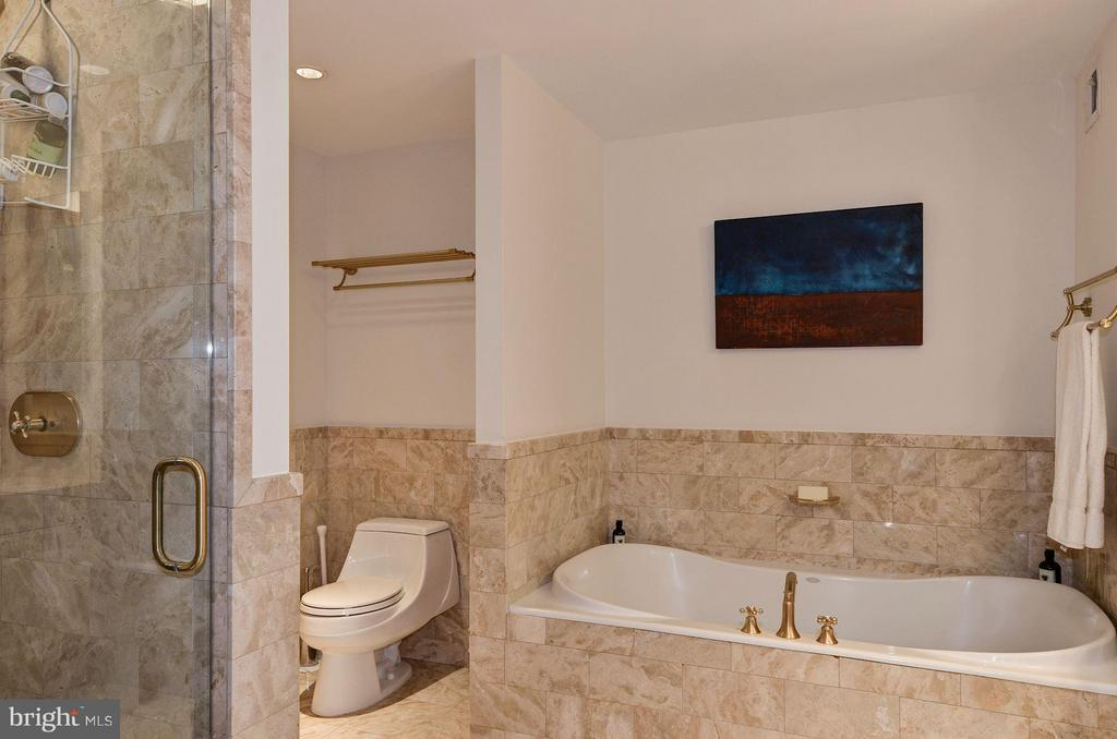 En Suite Bath w/ Soaking Tub & Shower - 1155 23RD ST NW #2C, WASHINGTON