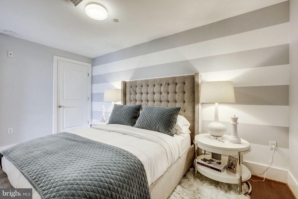 Large master bedroom - 1600 CLARENDON BLVD #W413, ARLINGTON
