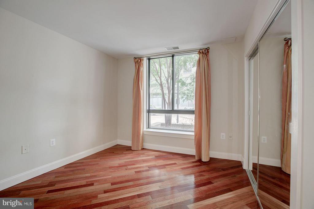 Second Bedroom with mirrored closet door - 1200 HARTFORD ST N #112, ARLINGTON