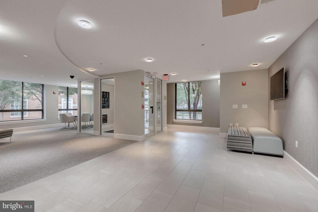 Lobby of The Hartford - 1200 HARTFORD ST N #112, ARLINGTON