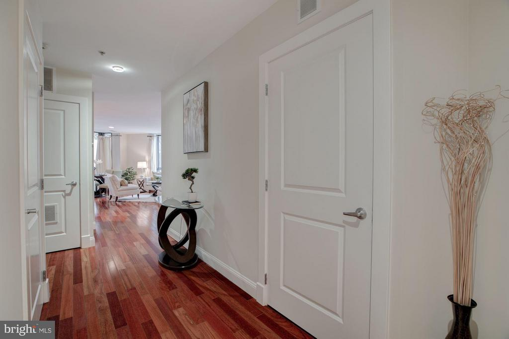 Wide entry hall toward Living Room - 1200 HARTFORD ST N #112, ARLINGTON