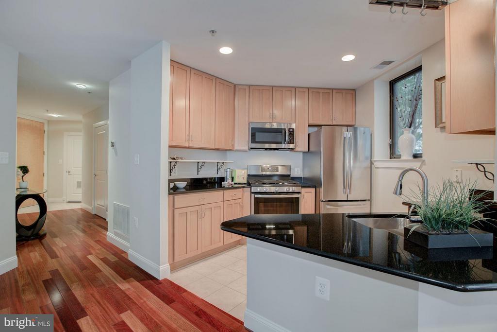 Spacious, bright, and open Kitchen - 1200 HARTFORD ST N #112, ARLINGTON
