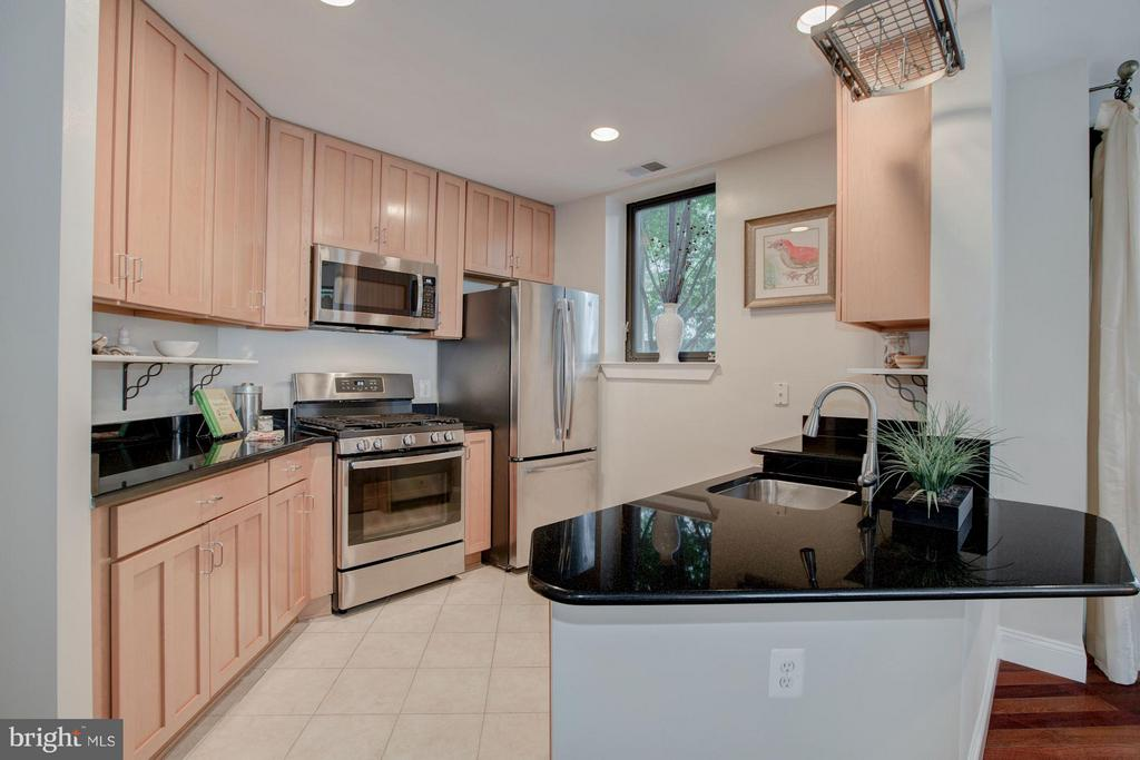 Kitchen with granite and brand-new appliances - 1200 HARTFORD ST N #112, ARLINGTON