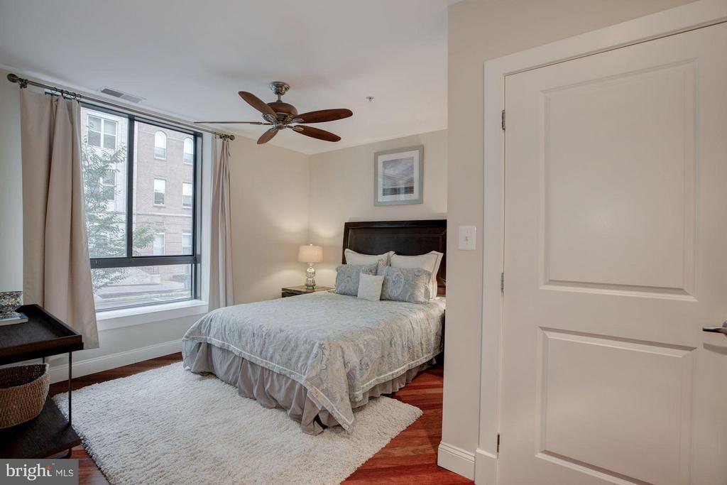 Master Bedroom with good closet space - 1200 HARTFORD ST N #112, ARLINGTON