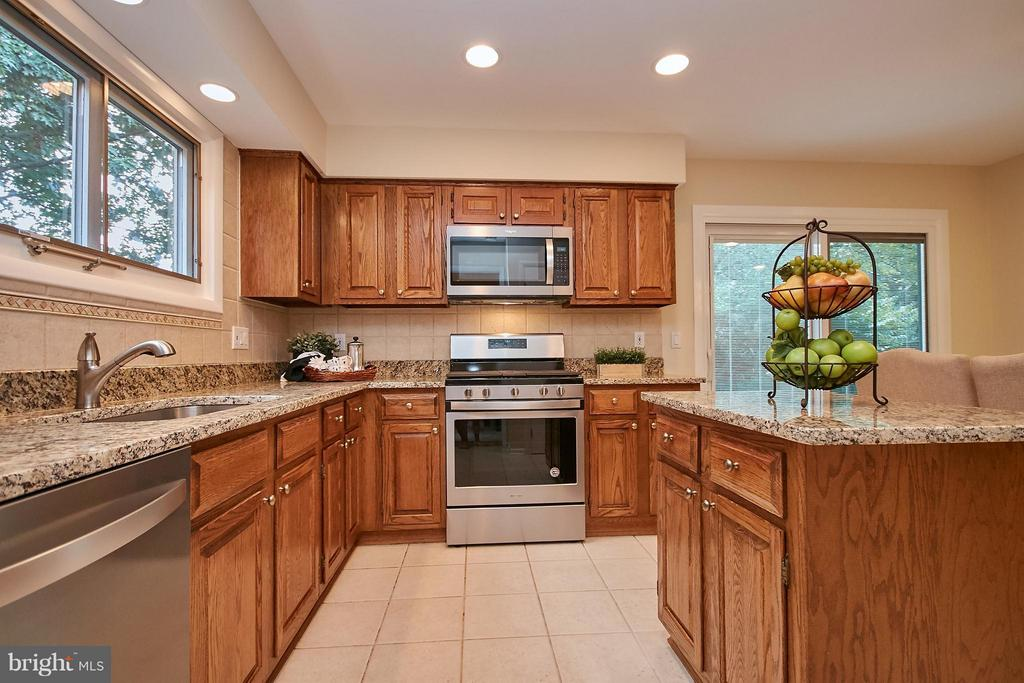 New Stainless Steel Appliances - 9938 GREAT OAKS WAY, FAIRFAX