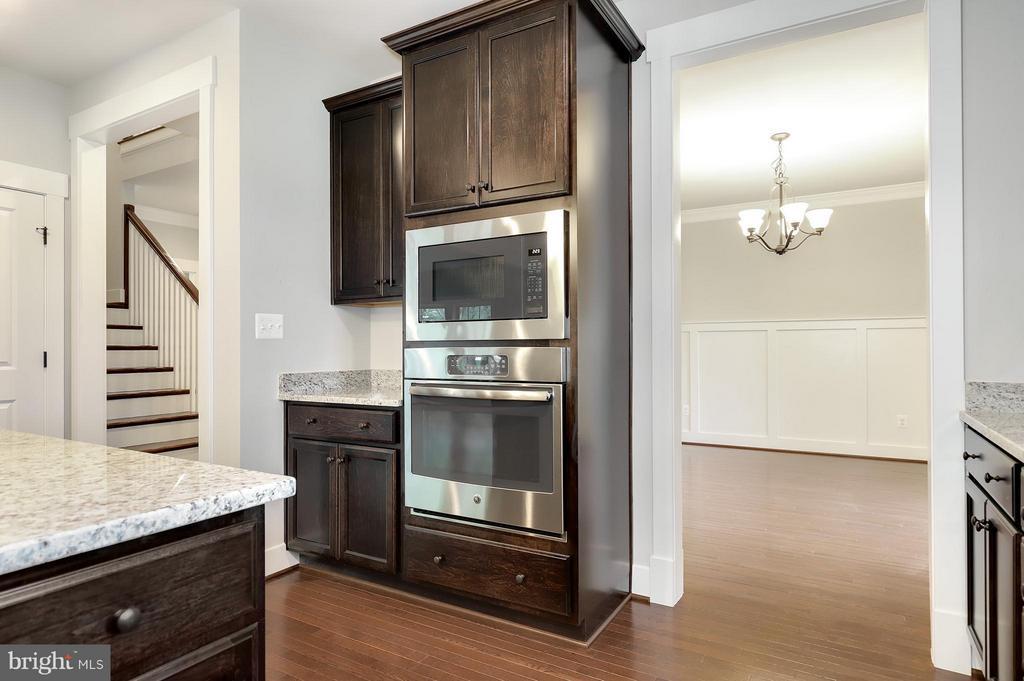 Kitchen - 7506 MCWHORTER PL, ANNANDALE