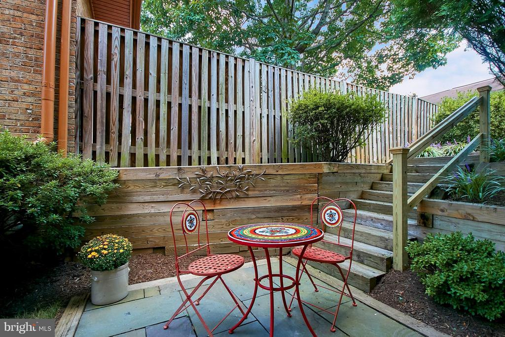 Side Yard Patio - 9938 GREAT OAKS WAY, FAIRFAX