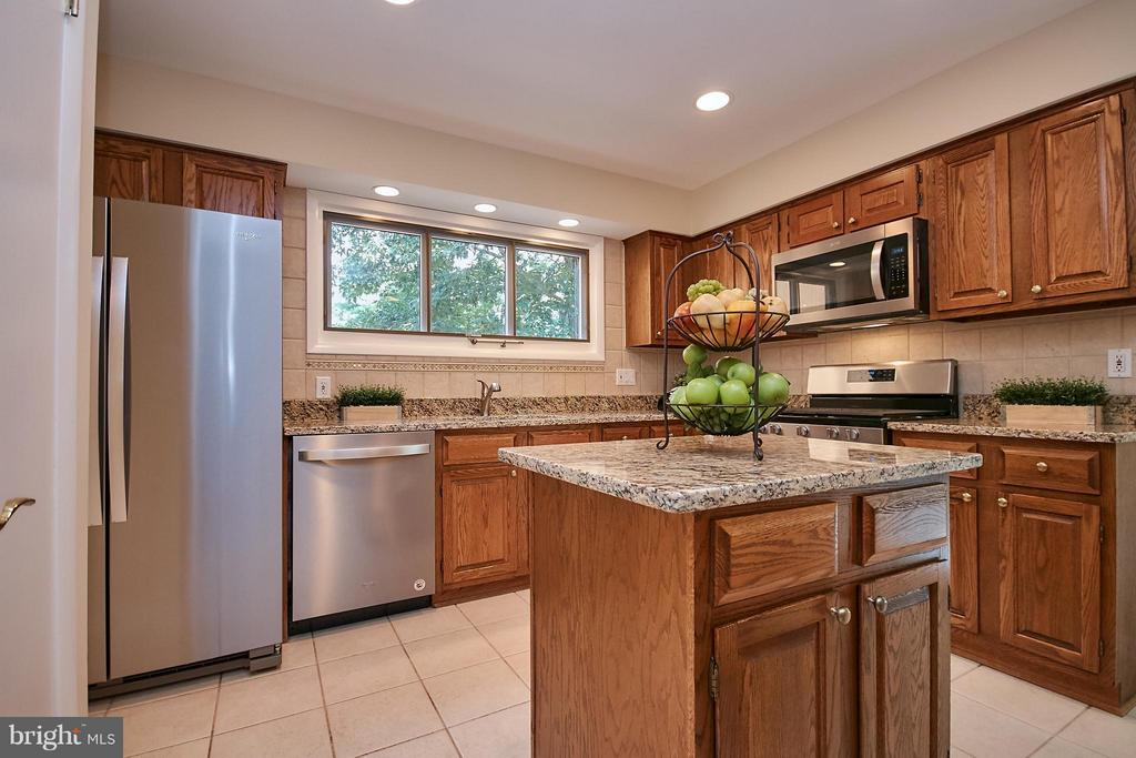 New Granite and Ceramic Floor - 9938 GREAT OAKS WAY, FAIRFAX