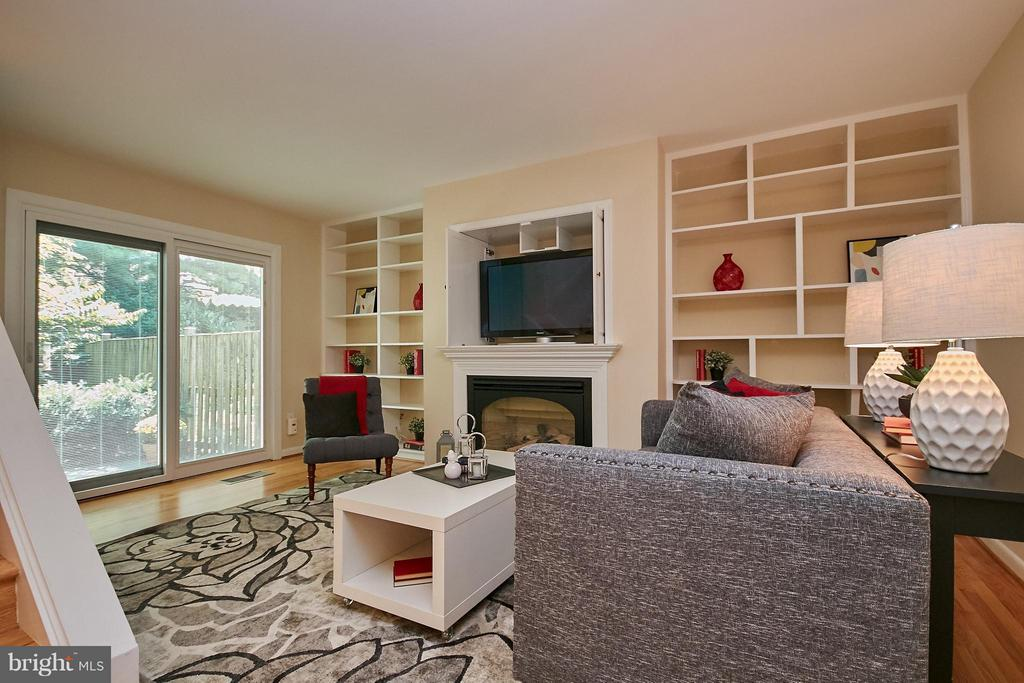 Gas Fireplace, TV Nook and Built-in Shelves - 9938 GREAT OAKS WAY, FAIRFAX
