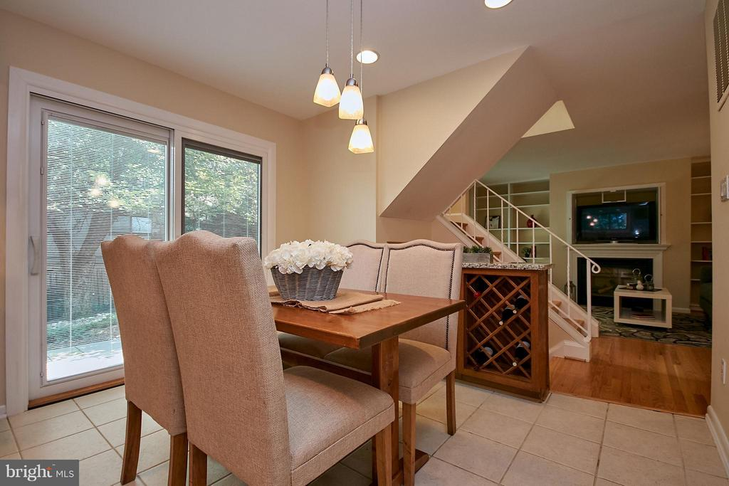 Breakfast Area  View to Family Room - 9938 GREAT OAKS WAY, FAIRFAX