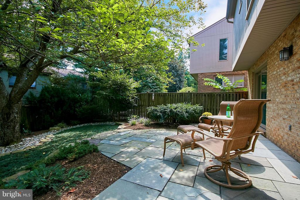 Secluded and Tranquil - 9938 GREAT OAKS WAY, FAIRFAX