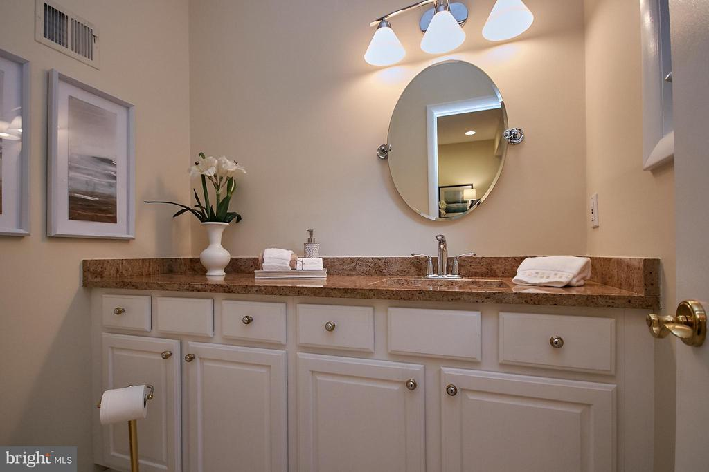 Main Level Powder Room - 9938 GREAT OAKS WAY, FAIRFAX