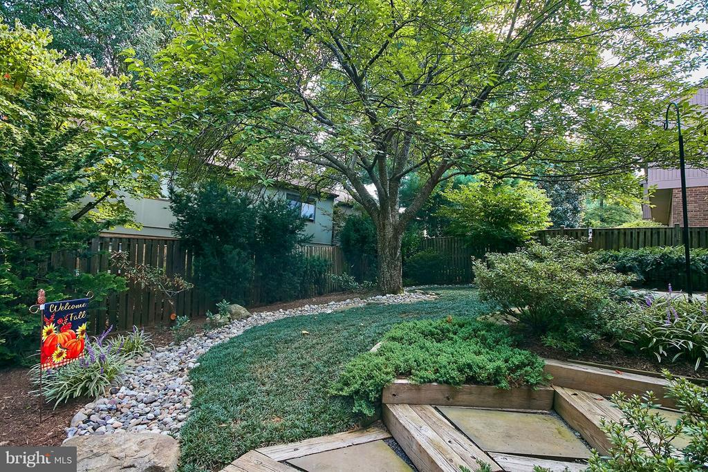 Professional Landscaping - 9938 GREAT OAKS WAY, FAIRFAX