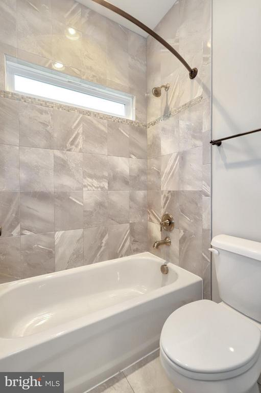 Bath - 7506 MCWHORTER PL, ANNANDALE