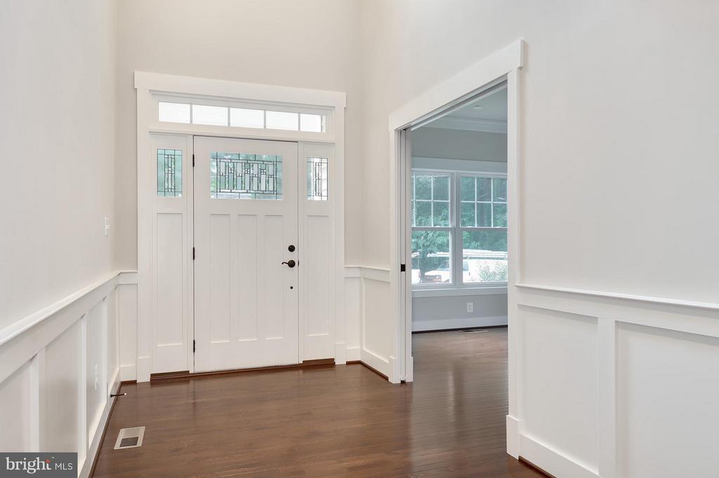 Foyer - 7506 MCWHORTER PL, ANNANDALE
