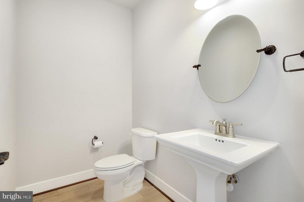 Powder Room - 7506 MCWHORTER PL, ANNANDALE