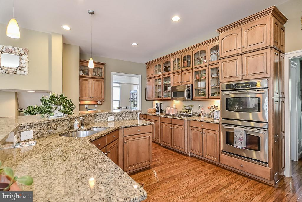 ~Loads of counter space - 9032 SWANS CREEK WAY, LORTON