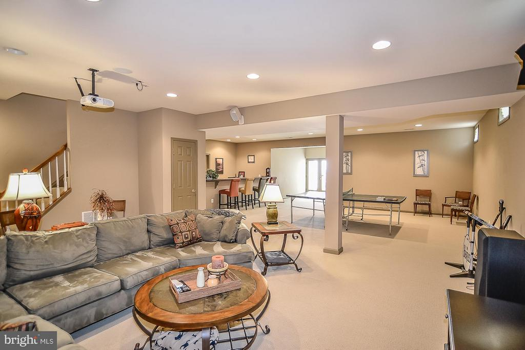 Enormous rec room w/ wet bar - 9032 SWANS CREEK WAY, LORTON