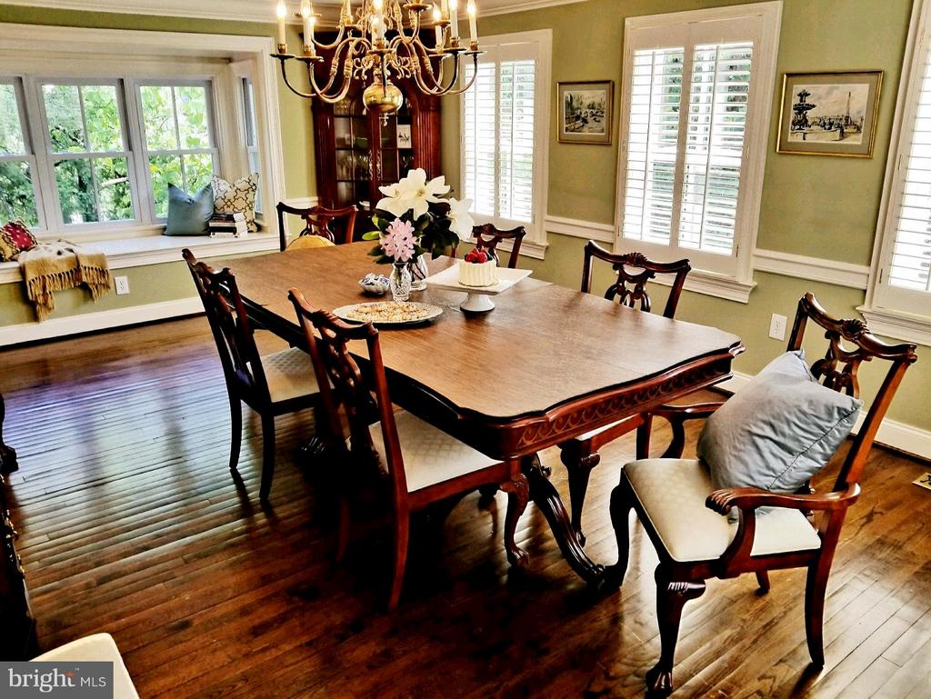 Cozy Dinners or Formal Dining for 30! - 6012 GROVE DR, ALEXANDRIA
