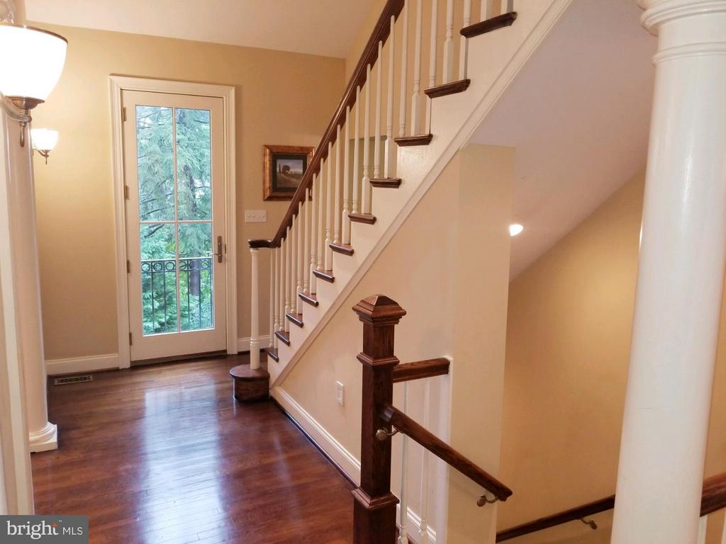 Back Foyer! - 6012 GROVE DR, ALEXANDRIA