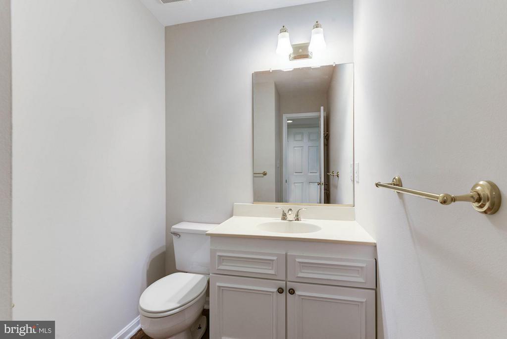 Half Bath on Main Level - 8205 COLLINGWOOD CT, ALEXANDRIA