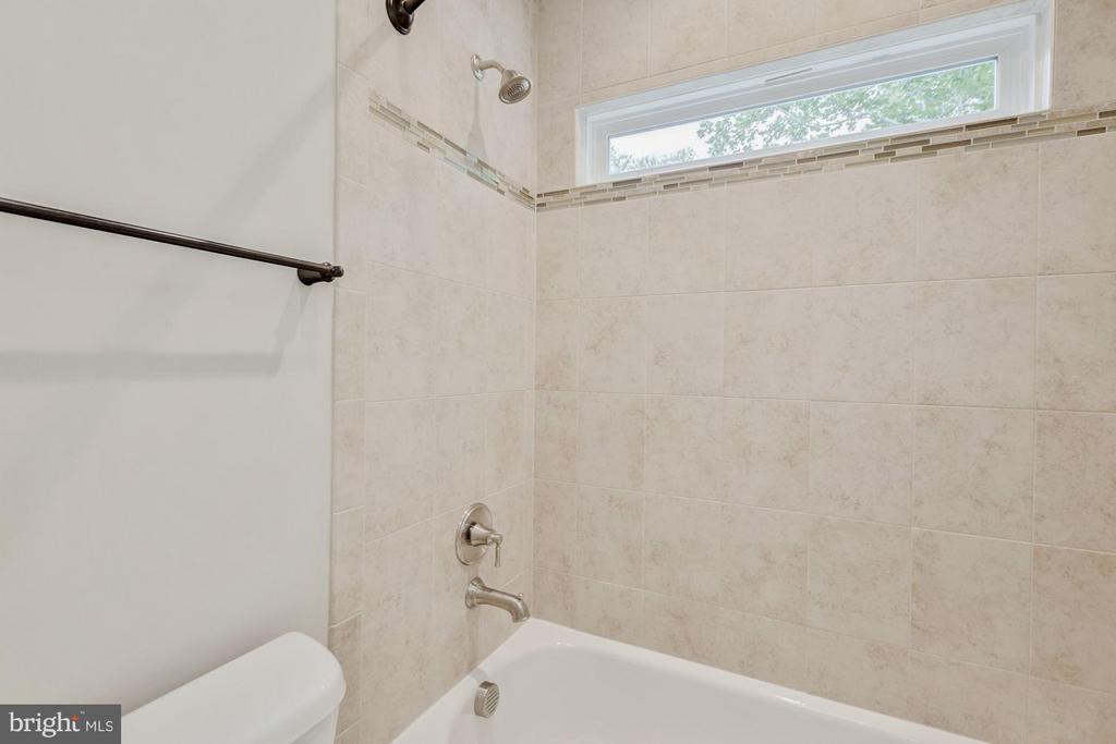 Bath - 7504 MCWHORTER PL, ANNANDALE