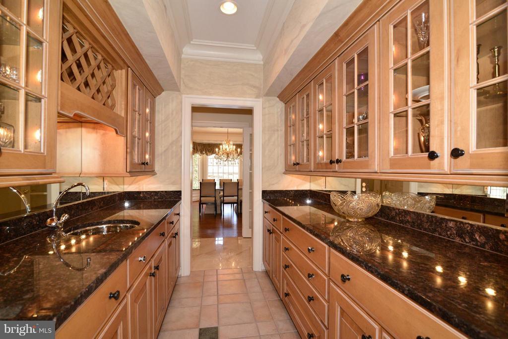 Kitchen - 11371 JACKRABBIT CT, STERLING