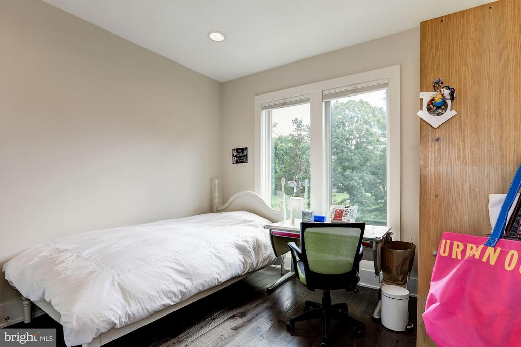Additional bedroom on upper level - 171 WINSOME CIR, BETHESDA