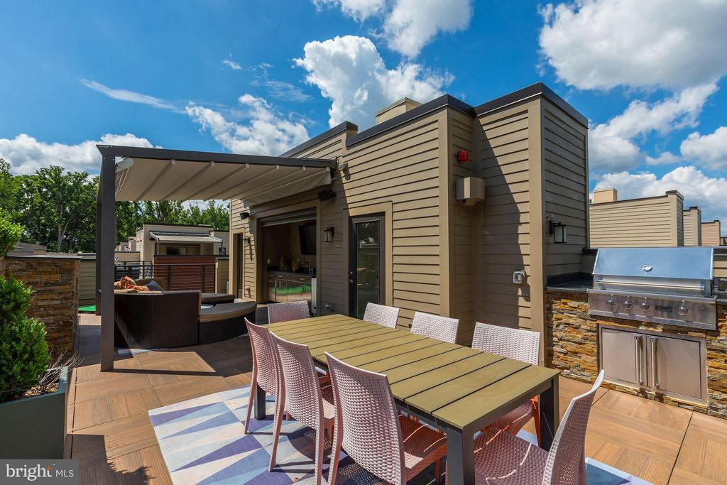 Staged terrace of model (similar layout) - 171 WINSOME CIR, BETHESDA