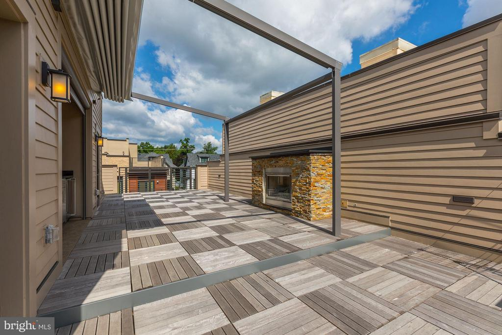 Large terrace for outdoor living - 171 WINSOME CIR, BETHESDA