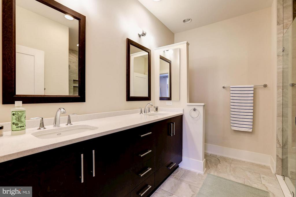 Master bath with vanity w/ dual sinks - 171 WINSOME CIR, BETHESDA