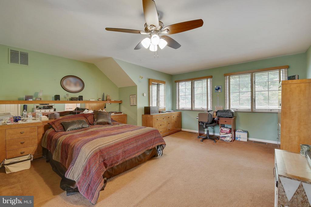 Upper Level 2-Bedroom (Master) - 7300 DEER LAKE LN, ROCKVILLE