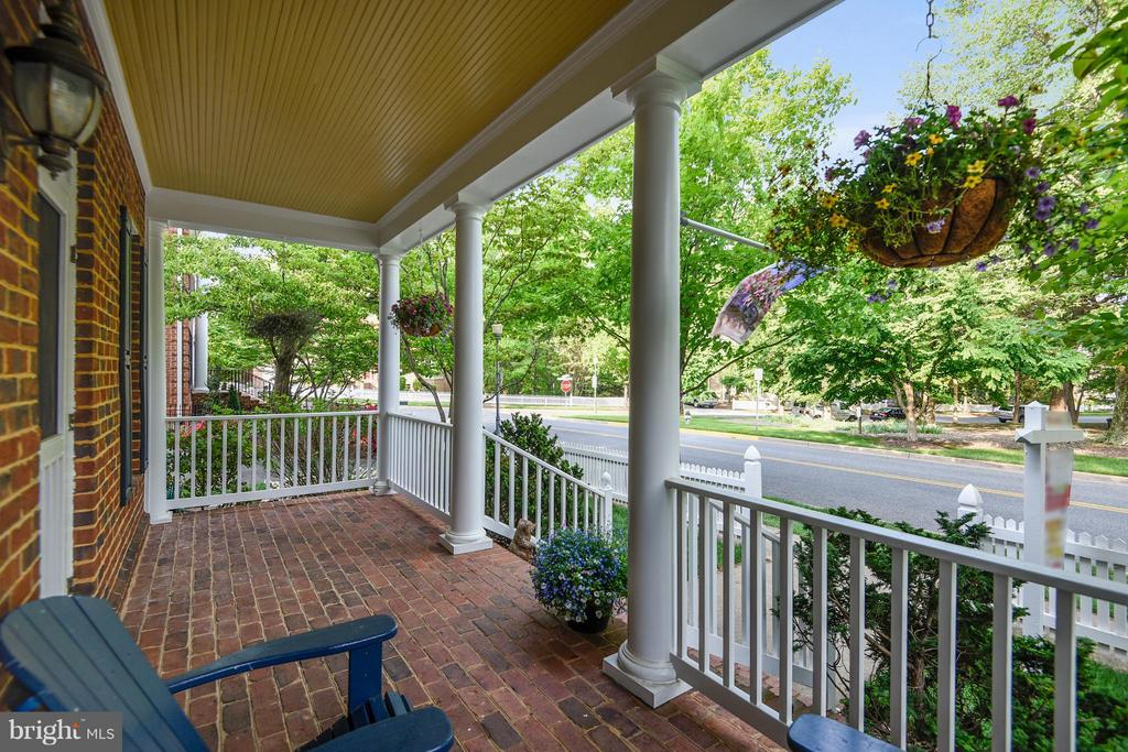 Front porch overlooking Daffodil Park - 616 FIREHOUSE LN, GAITHERSBURG
