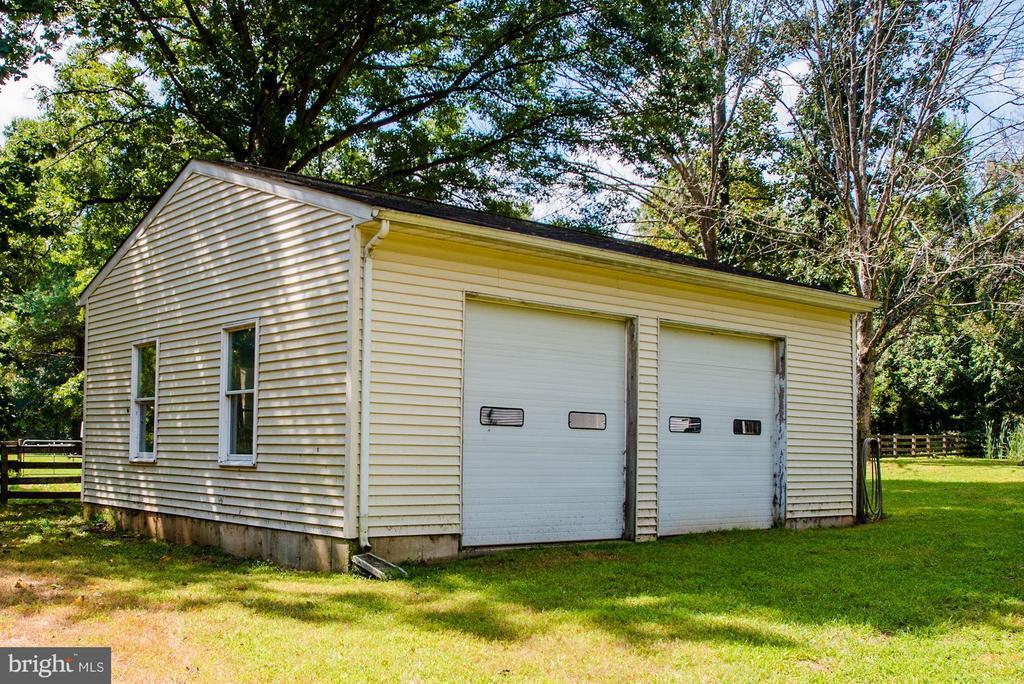 Detached large garage - 15781 PALMER LN, HAYMARKET