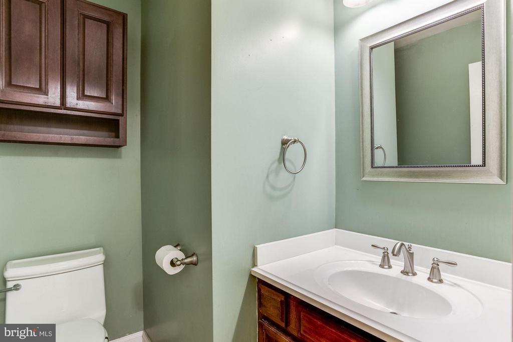 Powder room recently remodeled. - 15781 PALMER LN, HAYMARKET